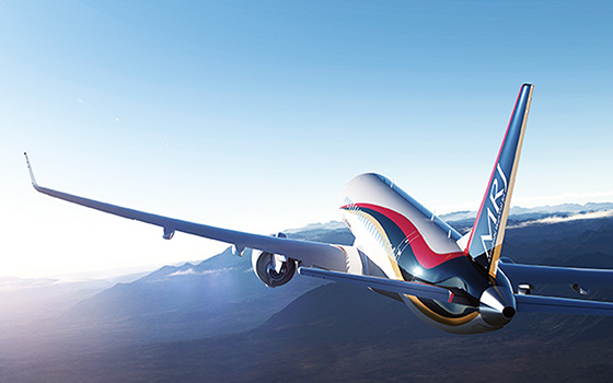 航空ショーで初飛行した国産初のジェット旅客機「MRJ」